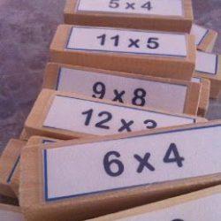 tafels leren met jenga voor beelddenkers